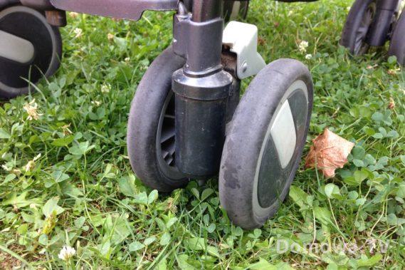 Koła podwojne stosunkowo trwałe (wózek używany kilka lat)