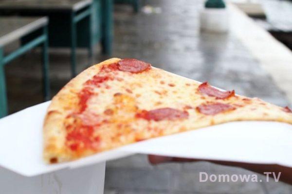 Pizza sprzedawana na kawałki