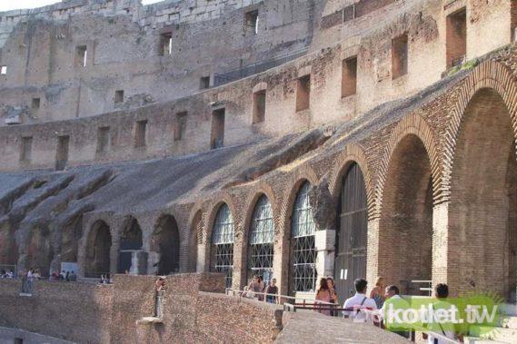Koloseum od środka