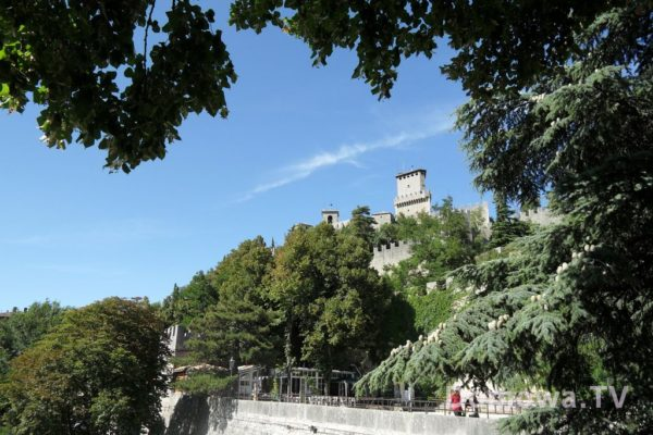 A tu widok z niższych rejonów na zamek :)