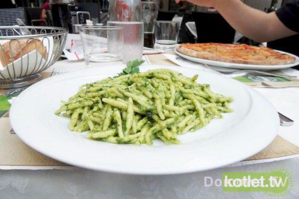 Pyszny obiad w Weronie – trofie z pesto