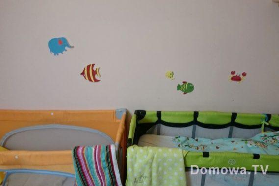 Pokój przed zmianą - chodziło mi o ścianę nad łóżeczkami
