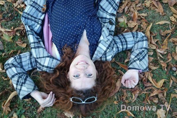 Płaszczyk jesienny :) kolor szary, można turlać się w liściach