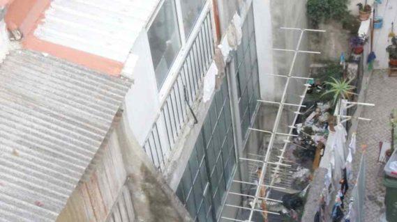 Lizbona widok na tutejsze budynki a raczej ich zaplecze