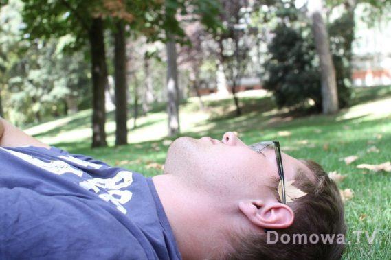 W którym mozna leżeć na trawie