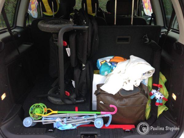 Lepiej jest w vanie, bo wózek można postawić w pionie, wtedy jest płaski i zajmuje stosunkowo niewiele miejsca