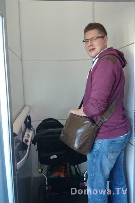 Mały dźwig (winda), duet wjeżdża bez problemu :)