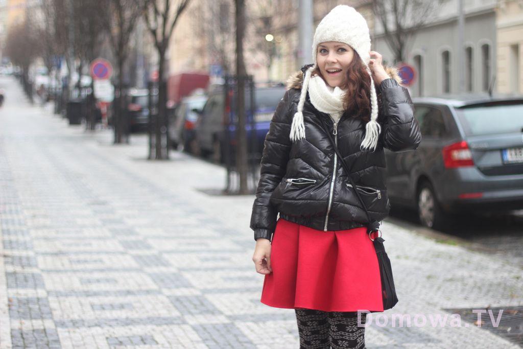 Stylizacja z czerwoną sukienką