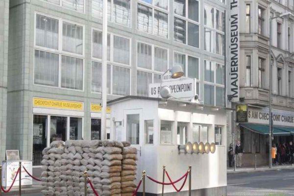 Berlin – punkt kontroli na dawnej granicy wschodniego-zachodniego Berlina