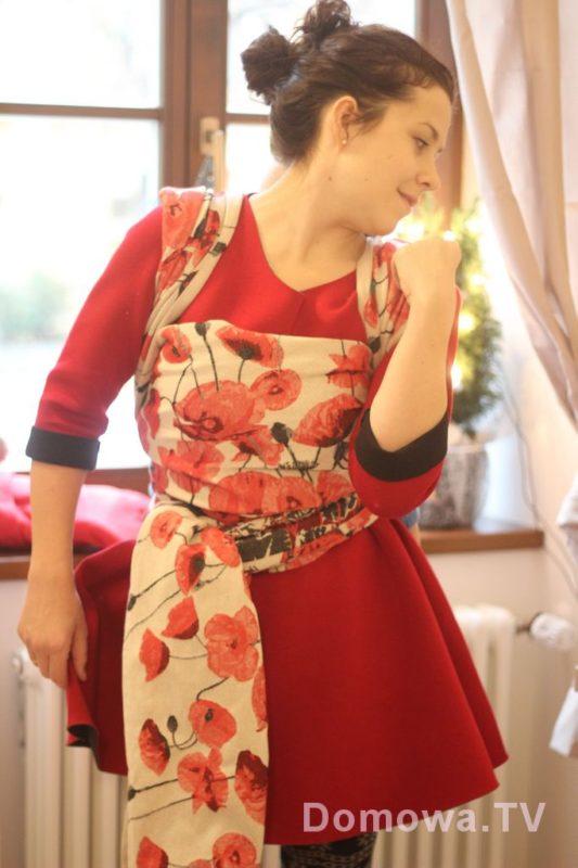 Jedna z piekniejszych chust. Gruba okrutnie, ale piękna :) Jak sukienka, jak najcudowniejsza ozdoba. Bardzo, bardzo mi się podoba, jednak jej grubość była dla mnie zbyt powalająca :D Pellicanobaby Papaveri Rouge czyli maki :)