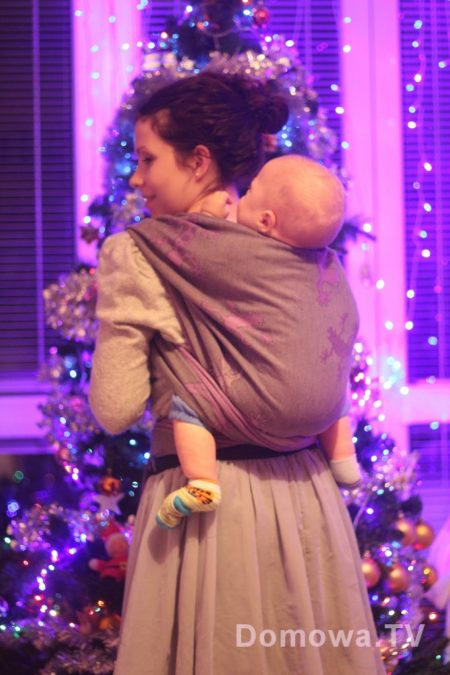 I w odsłonie świątecznej :D Fajna, miękka, jak flanelka, ale nie moje kolory :D Didymos gekony mauvis
