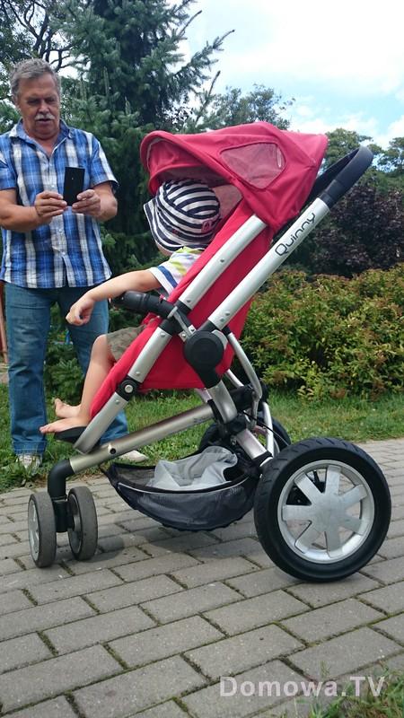 Wersja spacerowa Quinny Buzz :) w środku dwulatek – widać dokąd sięgają nóżki, ma nadal sporo miejsca na głową
