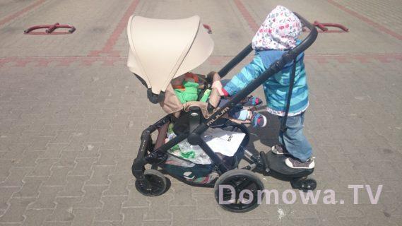 Z Jane Muum przodem - swoją drogą dziecko trzyma się pałąka - w końcu widzę jego zastosowanie :)