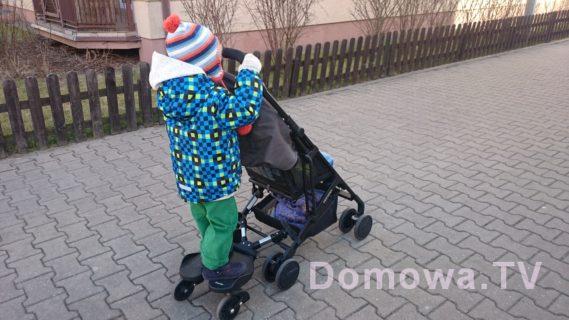 Przy malutkim wózku, jak Recaro Easylife trzyma się rączki wózka