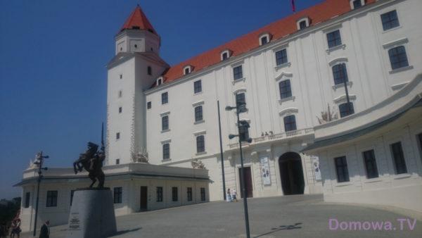Zamek – niesamowicie biały