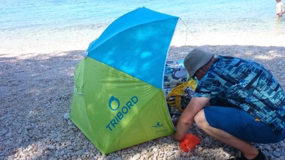 Namiot, mata i plaża nam nie straszna
