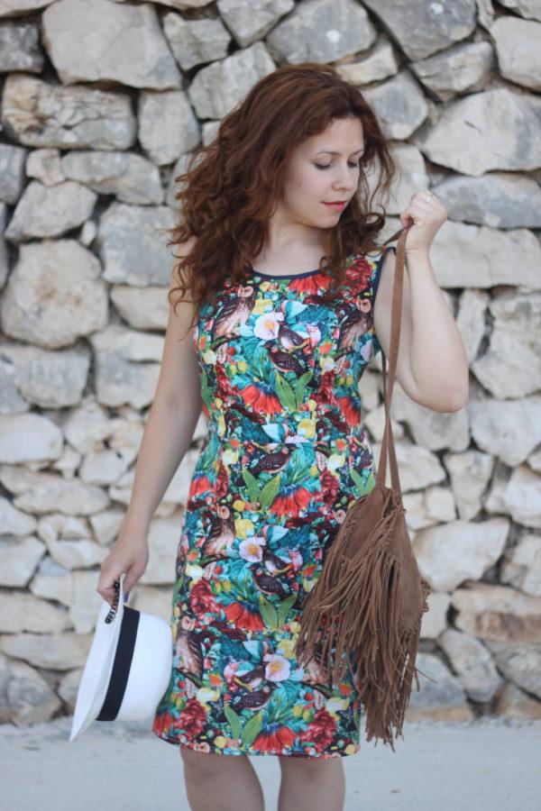Sukienka w papugi