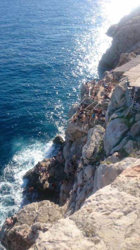 A tam ludzie ze skał skakali...