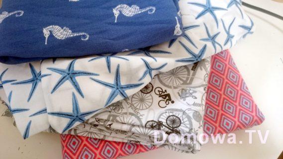 Kupione tkaniny, tutaj żorżeta, delikatna i dwie dzianiny (te na dole)