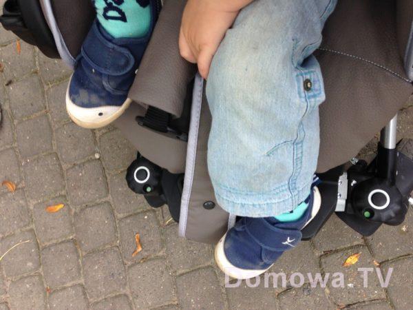 Tutaj nóżki dziecka 2 letniego