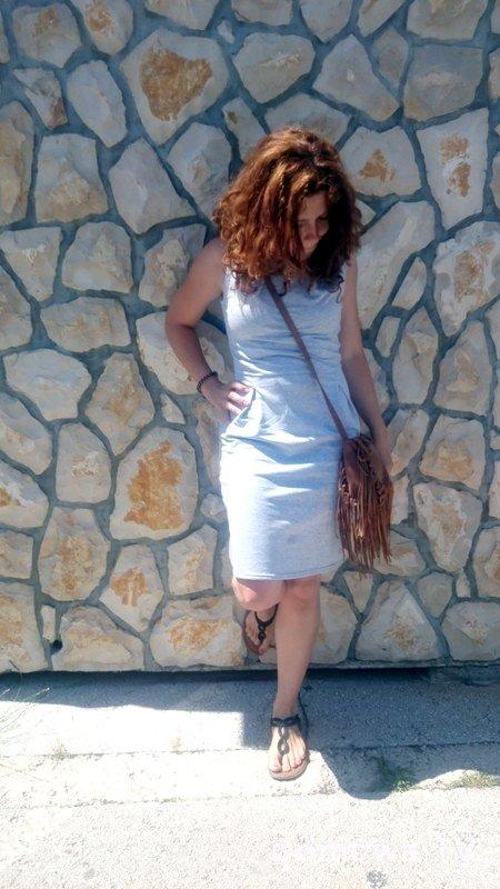 """Bardzo sportowa sukienka, ale lubię ją zakładać, nadal kobieca, a jednocześnie jak """"dresik"""" :)"""