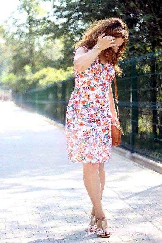 Sukienka w łączkę, idealna na lato, zwiewna, śliczna, kobieca :)