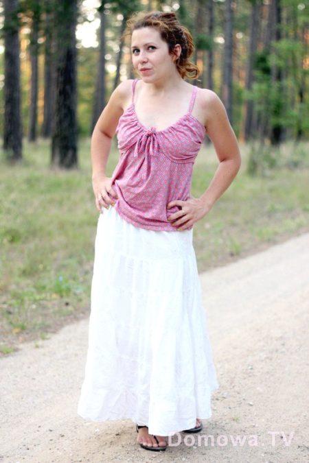 Do tego biała, długa, spódnica
