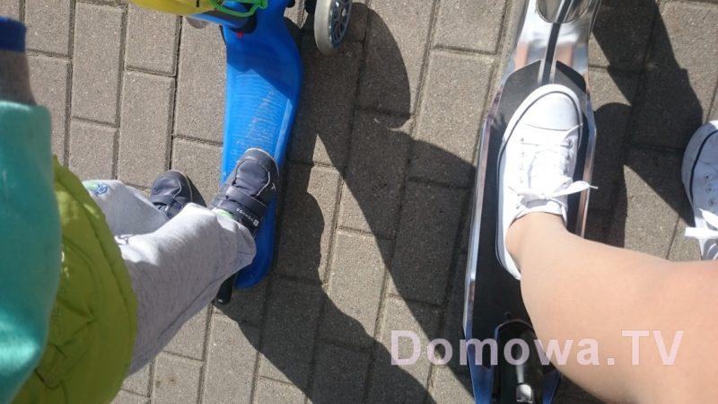 Tutaj ze Starszakiem w drodze do przedszkola