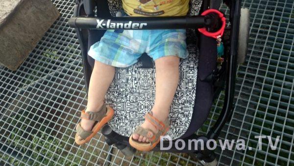 Podnóżek regulowany, tutaj dziecko 1,5 roczne