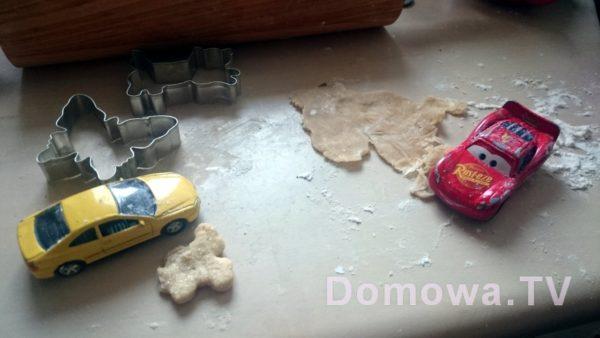 """Dzień 1: """"Mamo, autka chciały robić ciastka!"""""""
