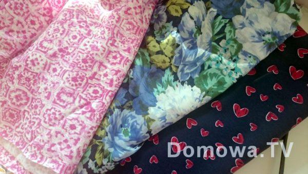 Tutaj mamy na przykład dzianiny i tkaniny, włókna naturalne i syntetyczne. Na górze dzianina wiskozowa, potem jedwab, potem dzianina bawełniana