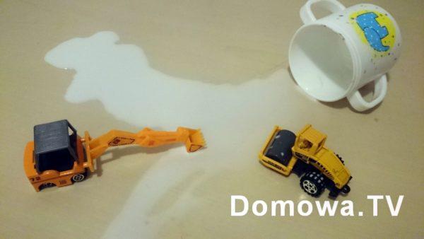 """""""Mamo zobacz co te samochody zrobiły, wylały mleko, a walec chciał sprzątać"""""""
