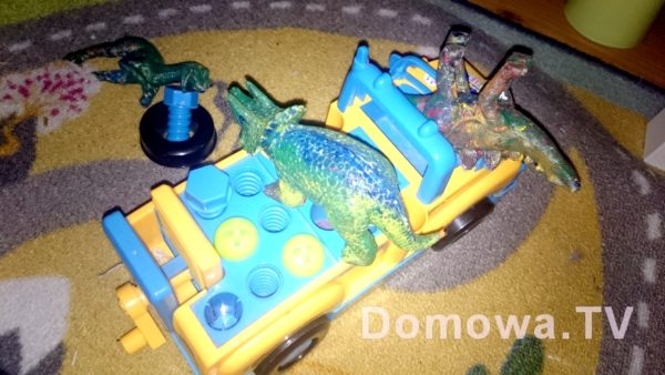 """""""Mamo dinozaury zmieniały koła, dinozaur moj odkrecił koło i naprawiał, a dinozaur mamy siedział i patrzył"""""""