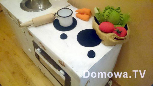 Kuchenka z kartonu