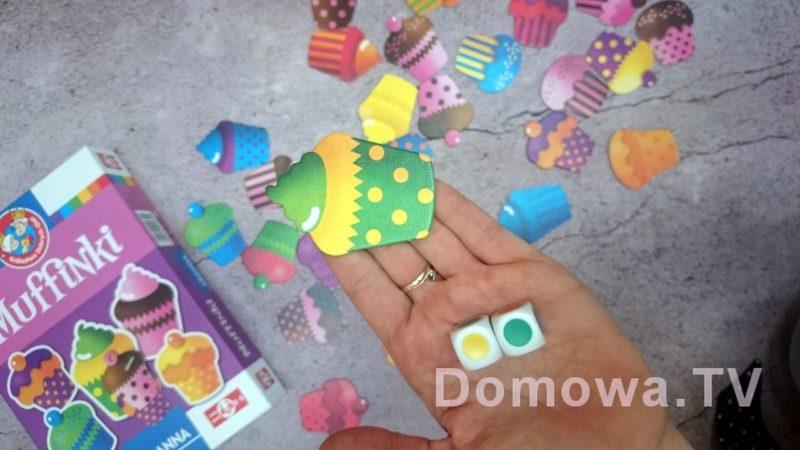 Wybieramy babeczki we wskazanych na kostce kolorach