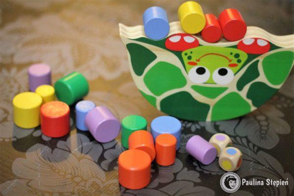 A tutaj identyczna zabawka tylko żółw. Ten konkretny z Lidla, ale już powiem, że trudniejszy niż krokodyl :)