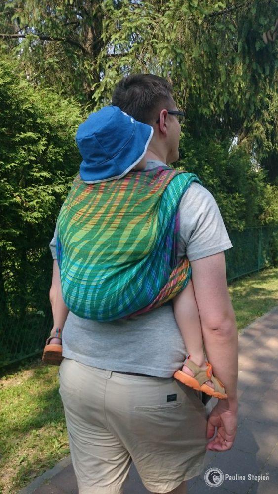 A tutaj już trzylatek w chuście z lnem