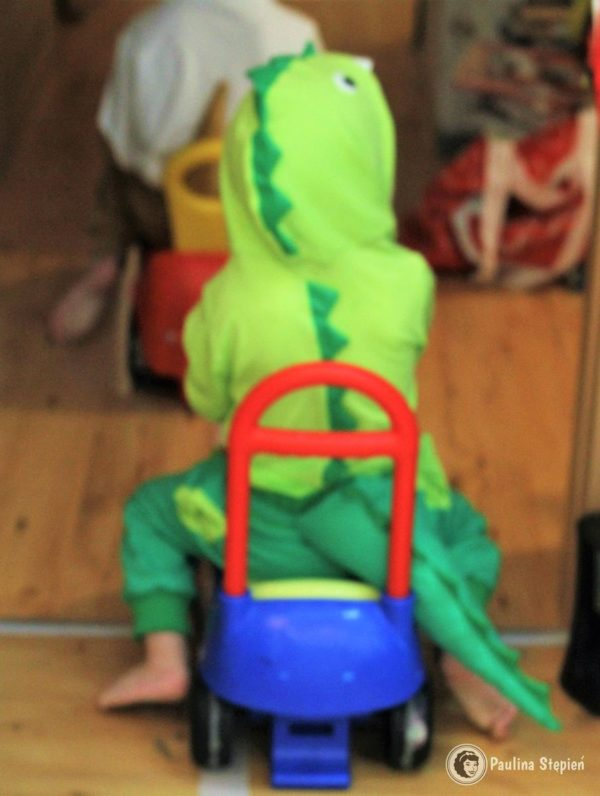 Gotowy strój dinozaura