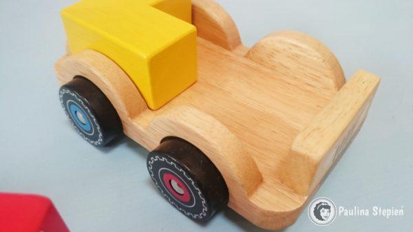 Drewniany samochód i klocki