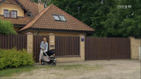 """Screen z serialu """"M jak miłość"""", wózek Babyzen ZEN"""
