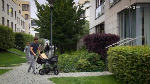 """Screen z serialu """"M jak miłość"""", wózek TFK joggster twist"""