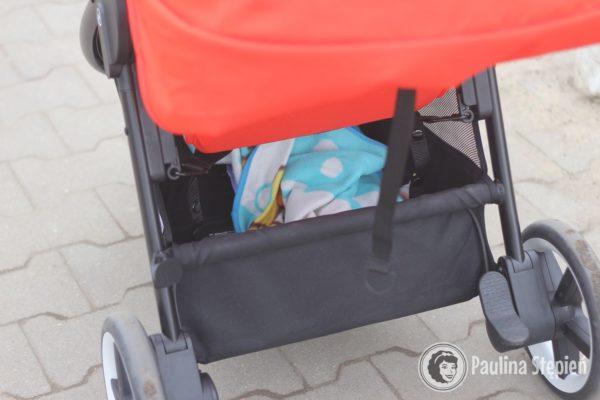 Kosz na zakupy (widzicie to usztywnienie kosza?) Ogranicza możliwość włożenia torby