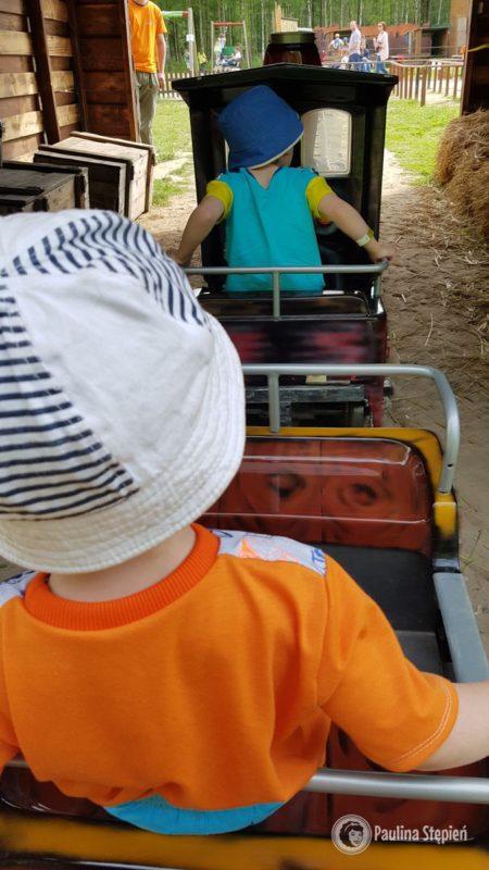 i podróż pociągiem dla dzieci