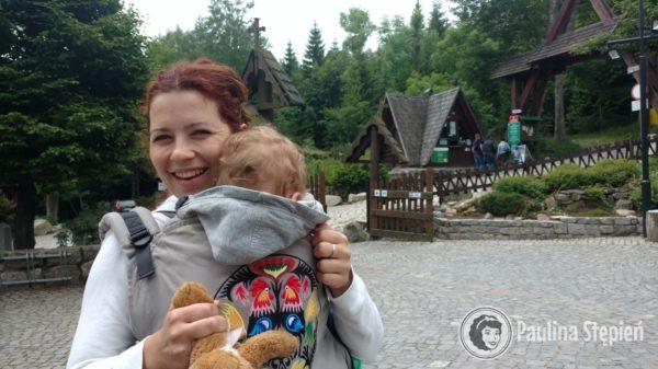 O ile dziecko nie śpi to nie wyobrażam sobie mieć go z przodu :) ale nosidło w góry polecam