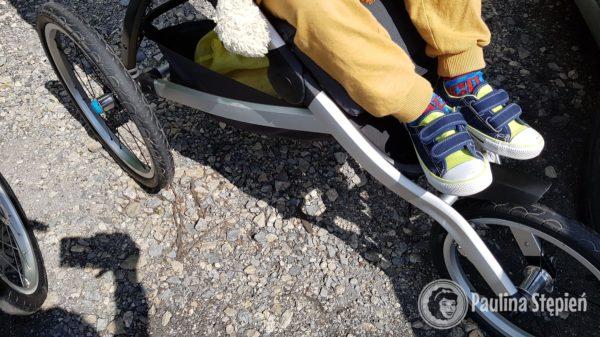 Tutaj nóżki dziecka 4 letniego