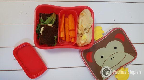 Kanapki, marchewka i placuszki z jabłkami, kolejny zestaw do pudełka bento