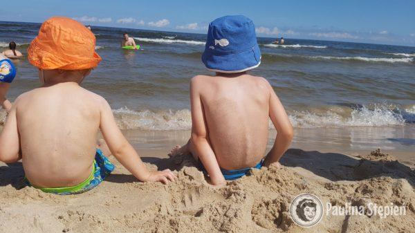 Dzieci zachwycone miękkim piaskiem