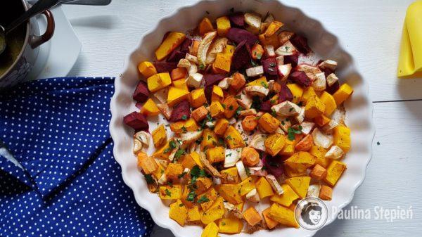 Obiad 17, pieczona dynia z pietruszką i burakiem