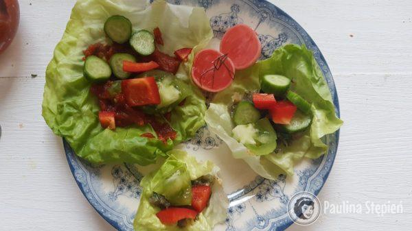 Śniadanie 26, liście sałaty z dodatkami
