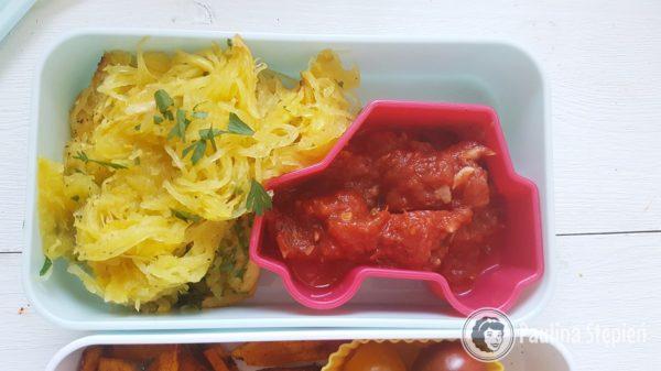 Makaron z dyni z sosem pomidorowym